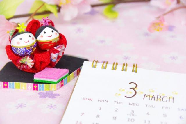 ひな人形とカレンダー