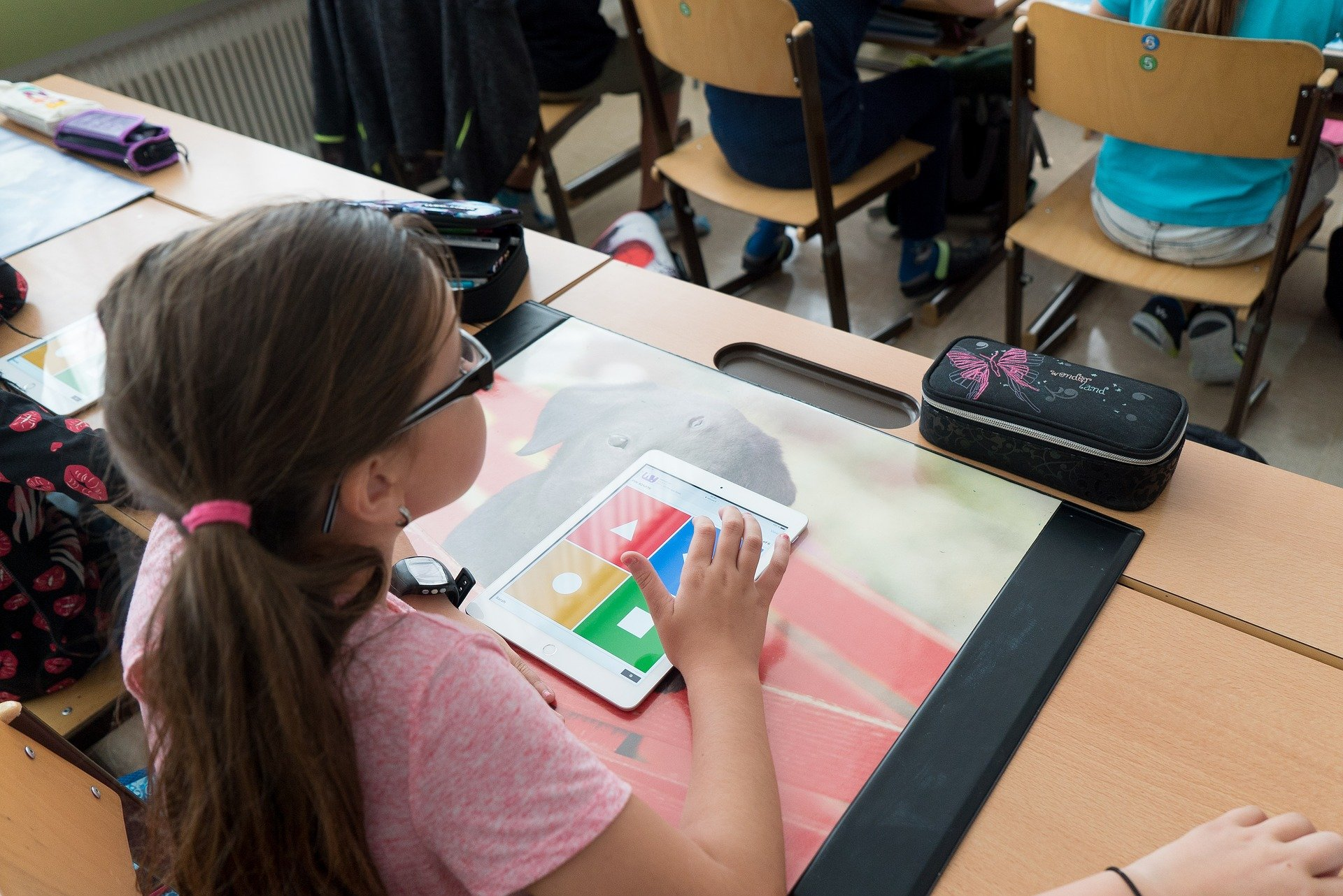 iPadで学ぶ子ども
