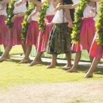 フラダンスをする女性